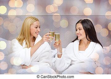 lächeln, champagner, bett, freundinnen, brille