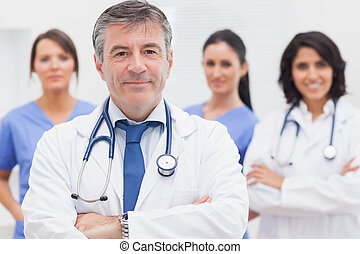 lächeln, doktor, seine, mannschaft