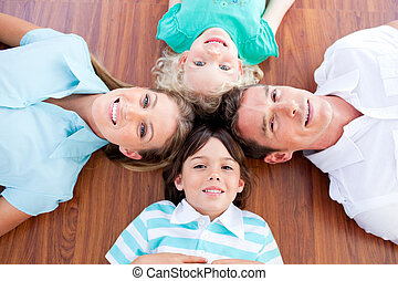 lächeln, familie, liegen, in, kreis, boden