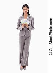 lächeln, geschäftsfrau, haltend geld