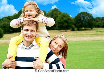 lächeln glücklich, familie, draußen