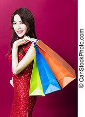 lächeln, junger, asiatische frau, besitz, der, einkaufstüten