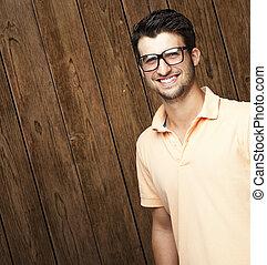 lächeln, junger mann