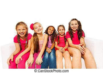 lächeln, klein, mädels, sitzen, weiß, hintergrund