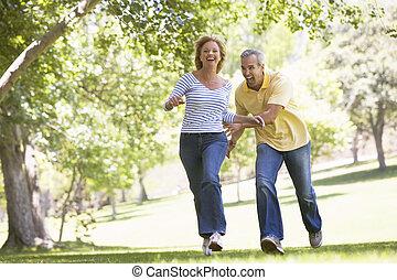 lächeln, paar, park, rennender , draußen