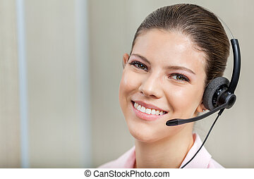 lächeln, weibliche , kundendienstvertreter, tragender kopfhörer