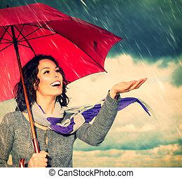 lächelnde frau, mit, schirm, aus, herbst, regen, hintergrund