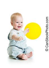 lächelnden baby, junge, mit, gelber , ballon, in, seine,...