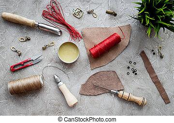 läder, crafting, redskapen, på, grå steniga, bakgrund, topp se
