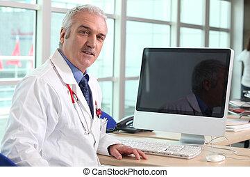 läkare, hos, hans, skrivbord