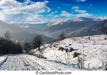 ländliche straße, in, verschneiter , bergig, bereich
