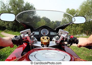 ländlicher weg, motorradfahrer, hände