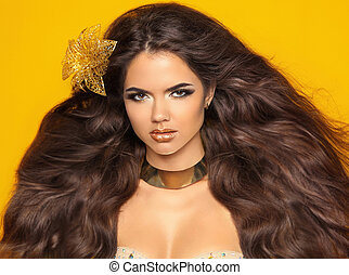 länge, vågig, hair., mode, skönhet, flicka, stående, isolerat, på, gul