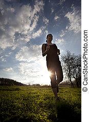 läufer, athlet, füße, rennender , auf, land, side., frau, fitness, silhouette, sonnenaufgang, dauerlauf, workout, wohlfühlen, concept.