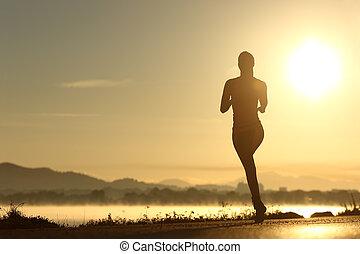 läufer, frau, silhouette, rennender , an, sonnenuntergang