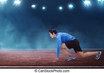 läufer, junger, start, asiatisch, bereit, position, knieend, mann