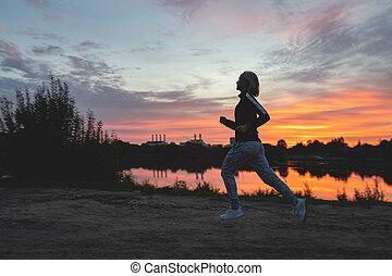 läufer, rennender , frau, sonnenuntergang, fluß