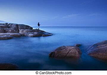 lång exponering, av, blå, hav, scape, hos, morgon, lätt, med, manfiske, på, vagga