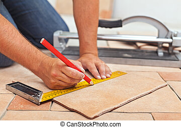 lægge, keramik, gulv flise, -, mand, hænder, closeup