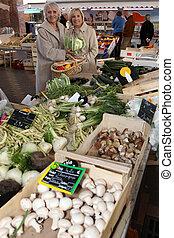 légume, achats, deux, marché, femmes
