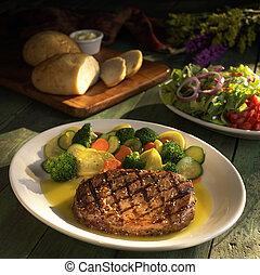 légumes, bifteck, salade