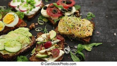 légumes, variété, sandwichs, sombre, ingrédients, frais, table, herbes, sain, différent