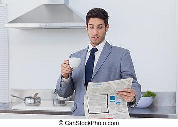 lény, amikor, üzletember, döbbent, hír, felolvasás