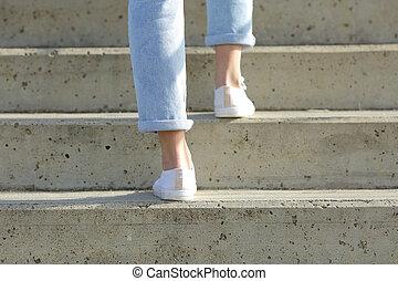 lépcsősor, gyalogló, hazardőr feláll, gumitalpú cipő, ...