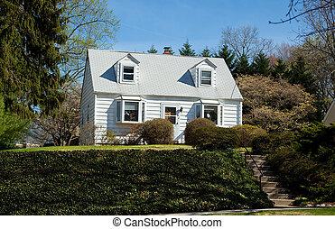 lépcsőzetes vízszintes deszkaburkolat ház falán, épület, ...