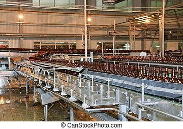 línea, muchos, botellas de cerveza, transmidor