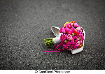 lövés, cipők, csokor, finom, closeup, fekvő, esküvő, friss, fehér, út