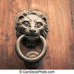 löwe, türtürklopfer
