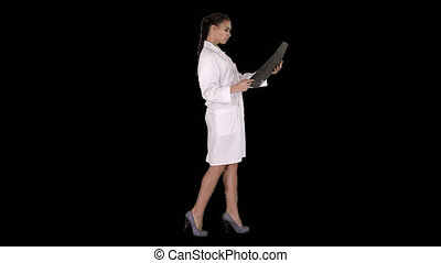 labcoat, balayage, femme, radiographic, personnel, mri, image, intellectuel, regarder, rayon x, healthcare, alpha, blanc, canal, ct