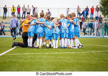 labdarúgás, kiált, befog, játék, children., futballmeccs
