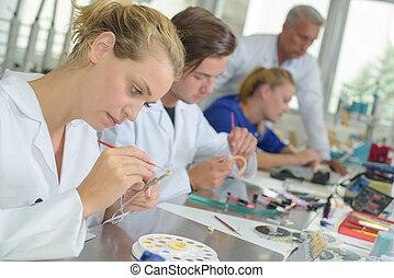 laboratoire, dentaire, femme, fonctionnement