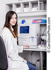 laboratoire médical, femme, jeune
