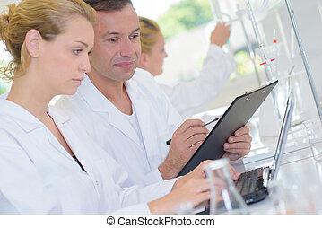 laboratorium, arbetare