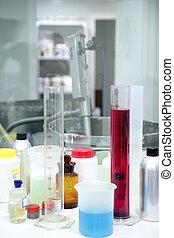 laboratorium, materiale, glas, cylinder, farverig, væsker
