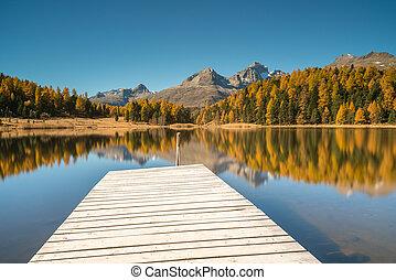 lac montagne, à, a, quai bois, et, réflexions, de, couleurs chute