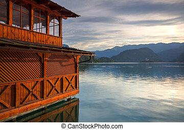 lac, saigné, à, vue, de, les, église, sur, les, lac, slovénie