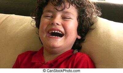 lachenden kind