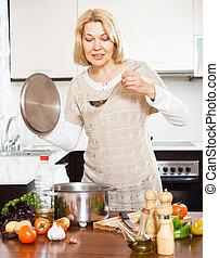 ladle, cozinhar, dona de casa, sopa, maduras, interior, lar, feliz, panela, cozinha