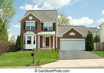 ladrillo, sola casa familia, en, suburbano, maryland, estados unidos de américa, cielo azul