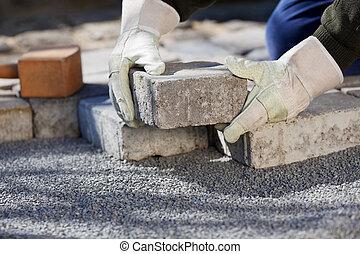ladrillo, trabajador construcción, pavimentar, camino