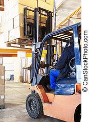 stockfotografien von lager arbeit gabelstapler ladeprogramm laden fahren csp3800809. Black Bedroom Furniture Sets. Home Design Ideas