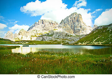 lago alpino, dolomiti
