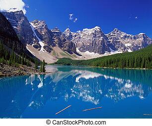 lago azul, montanhas