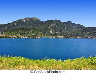 Lago di Garda, largest Italian lake, North Italy