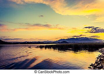 lago, em, pôr do sol