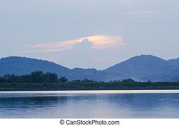 lago, en las montañas, de, tailandia